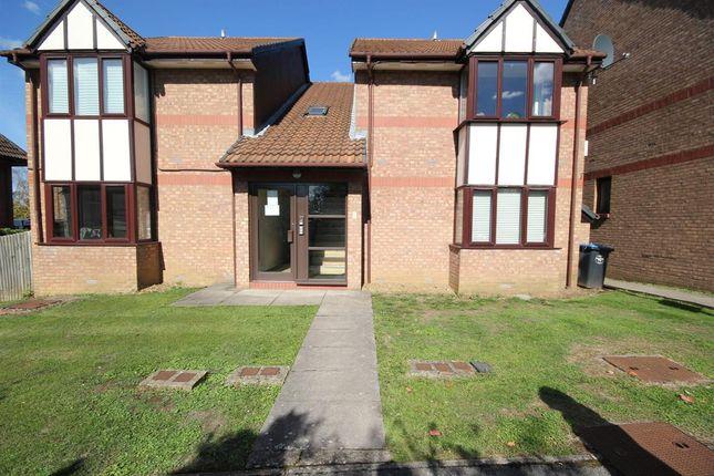 Studio to rent in Viewfield Close, Harrow HA3