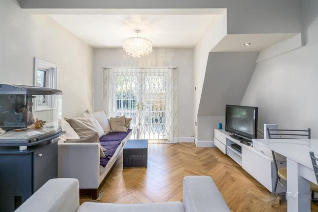 Thumbnail Flat to rent in Valetta Road, Acton, London