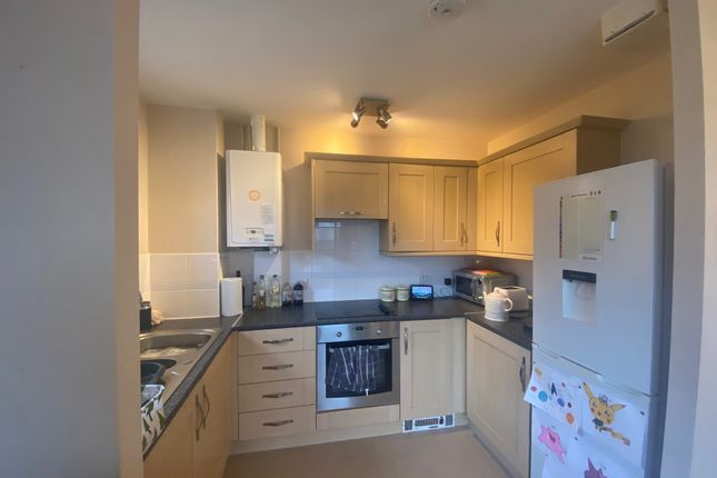 Flat for sale in Commonwealth Drive, Crawley