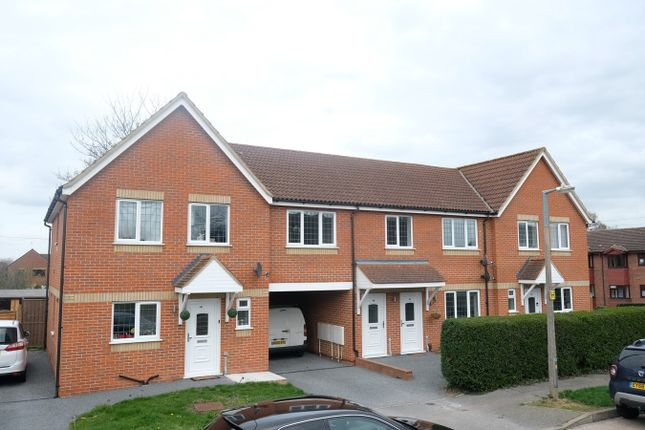 Thumbnail 3 bed maisonette for sale in Park View Crescent, Great Baddow, Chelmsford