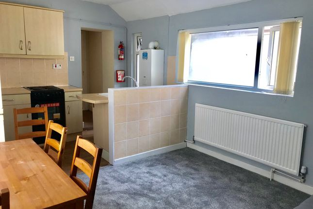 Thumbnail Flat to rent in 140 Bryn Road Middle Flat, Swansea