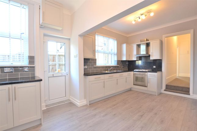 Thumbnail Flat to rent in A Victoria Road, Barnet, Hertfordshire