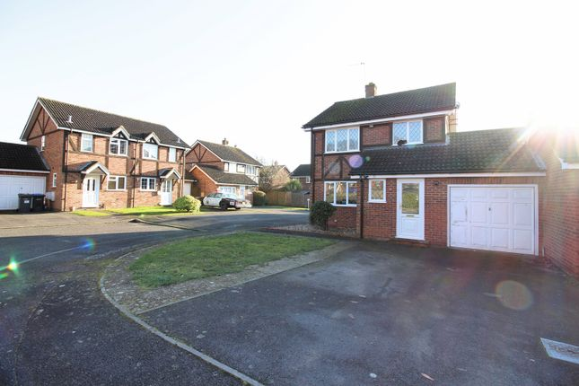 Thumbnail Detached house for sale in Ravenfield, Englefield Green