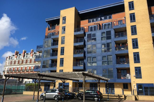 1 bedroom flat to rent in Canute Road, Ocean Village Southampton