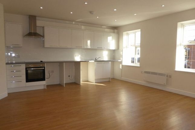 Flat to rent in Brighton Road, Coulsdon