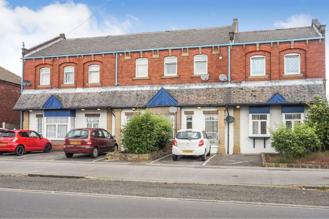 Thumbnail Flat for sale in North Lingwell Road, Leeds