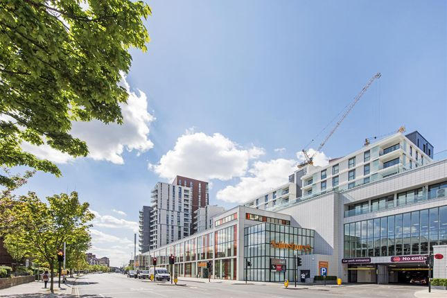 Thumbnail Flat for sale in Pinto Tower, Nine Elms Point, London