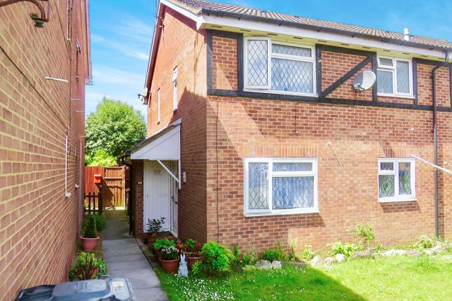 Thumbnail Property for sale in Swan Mead, Luton