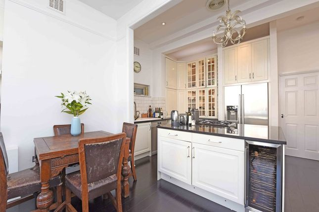 Thumbnail Flat to rent in Gleneagle Road, London
