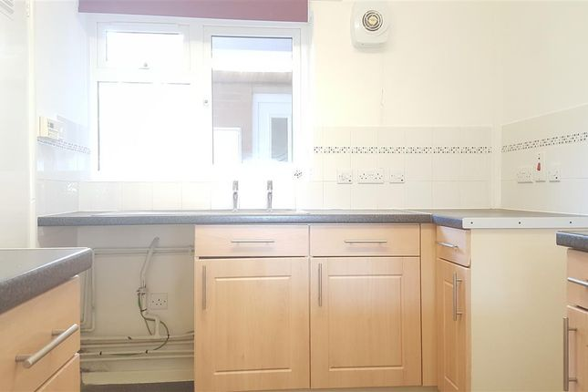 Thumbnail Flat to rent in Meadow Close, Stratford-Upon-Avon