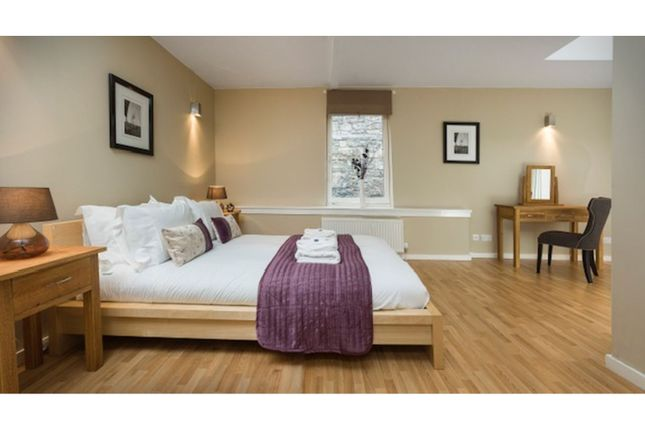 Master Bedroom of Edmonstones Close, Edinburgh EH1