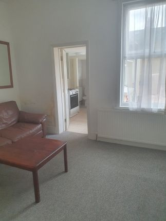 Thumbnail Flat to rent in Endsleigh Gardens, Ilford