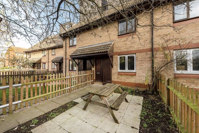 3 bed flat to rent in Bunning Way, London N7