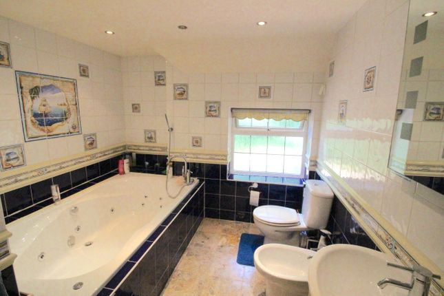 Family Bathroom And Jacuzzi