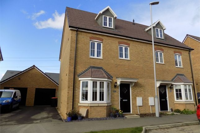 Thumbnail Town house for sale in Theedway, Leighton Buzzard, Bedfordshire