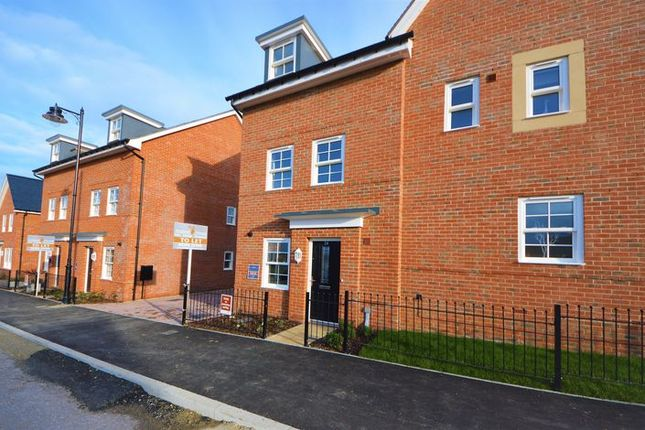 Thumbnail Semi-detached house to rent in Bazeley Road, Waterlooville