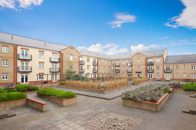 Thumbnail Flat to rent in Coxhill Way, Aylesbury, Buckinghamshire