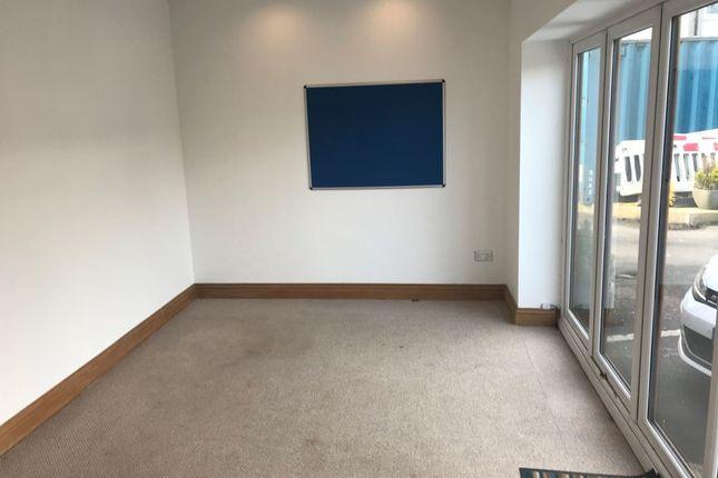 Thumbnail Studio to rent in Glasgow Road, Bathgate