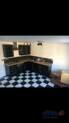 Thumbnail Flat to rent in High Street, Biggleswade, Bedfordshire