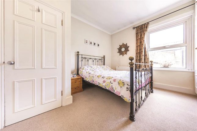 Second Bedroom of Ilminster Gardens, London SW11