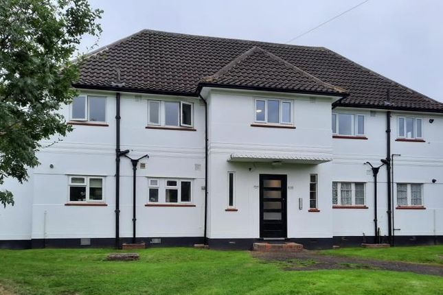 2 bed flat to rent in Manor Green Road, Epsom KT19