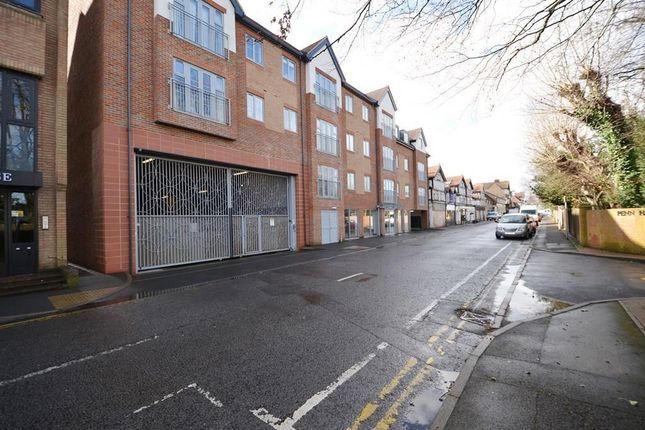 Thumbnail Flat to rent in Oakridge Place, 37 Station Road, Gerrards Cross
