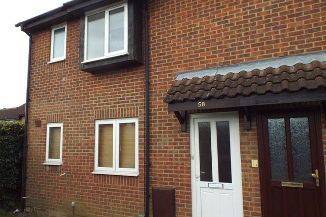 Thumbnail Flat to rent in Carters Close, Stevenage