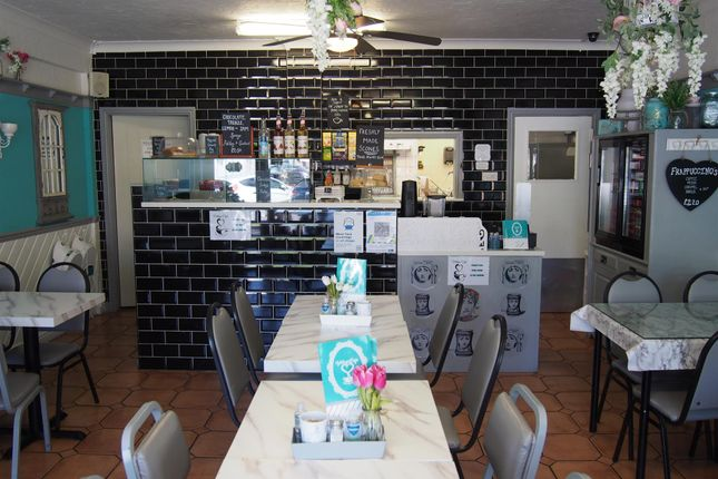 Thumbnail Restaurant/cafe for sale in Cafe & Sandwich Bars DN3, Armthorpe, South Yorkshire