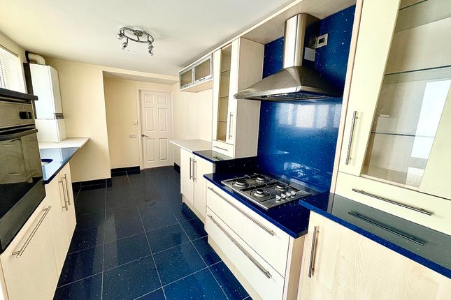 Thumbnail Flat to rent in Commercial Street, Griffithstown, Pontypool
