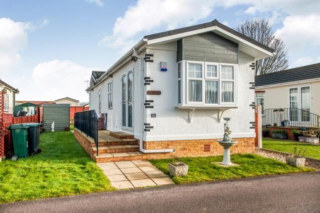 Thumbnail Mobile/park home for sale in Grosvenor Avenue, Kings Langley, Hertfordshire