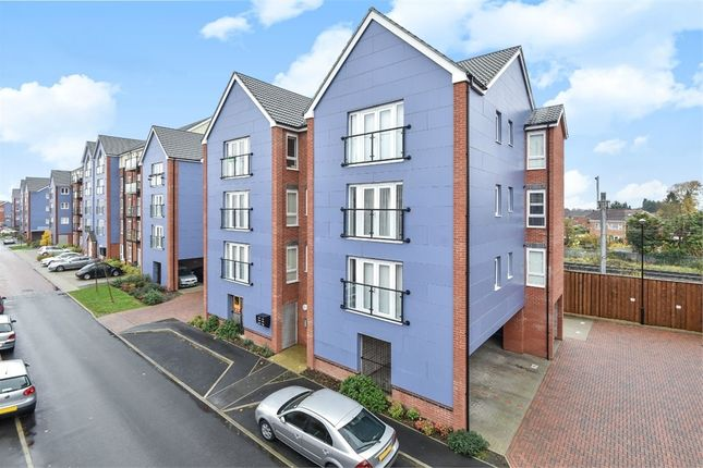 Thumbnail Flat to rent in Chadwick Road, Langley, Berkshire