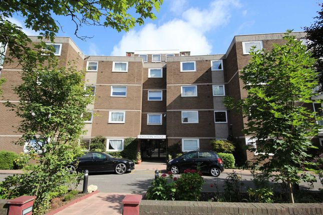 3 bed flat for sale in Hillcrest Road, London