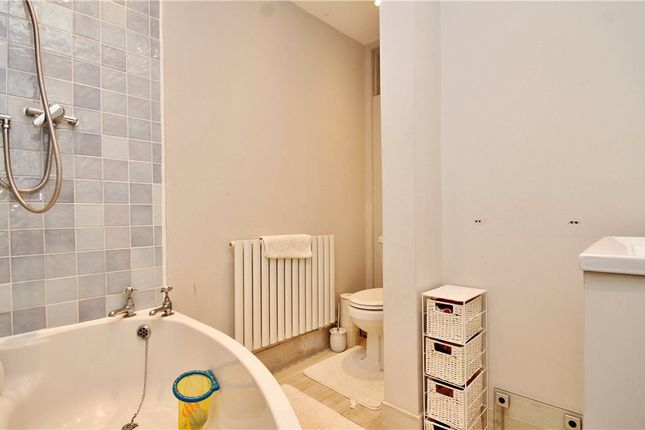 Bathroom of Warham Road, South Croydon CR2