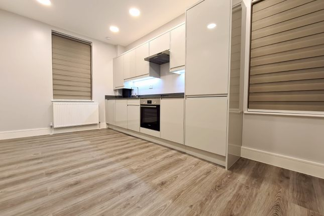 3 bed flat to rent in Capworth Street, London E10