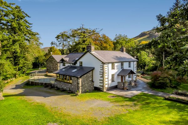 Thumbnail Country house for sale in Pennal, Machynlleth