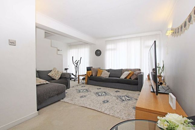 Thumbnail Property to rent in Templewood, London