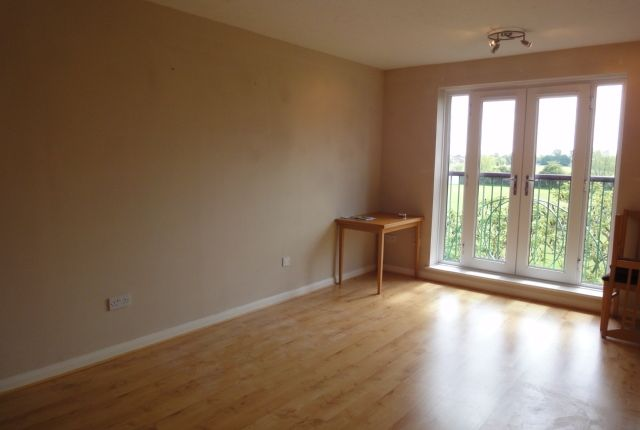 Thumbnail Flat to rent in Frensham Close, Southall, Middlesex