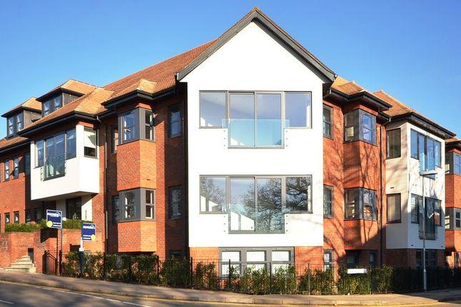 Thumbnail Flat to rent in Oak View, Finchampstead Road, Wokingham