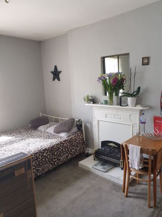 Thumbnail Property to rent in Madeley Road, London