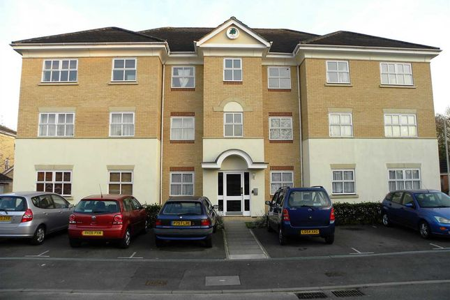 Thumbnail Flat to rent in Hurworth Avenue, Slough