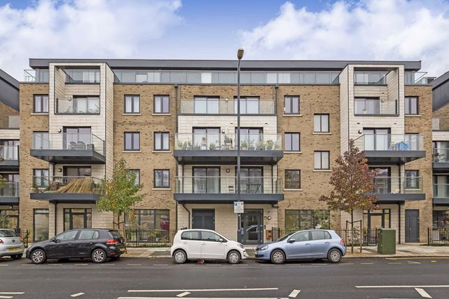 Flat for sale in Kilburn Park Road, London