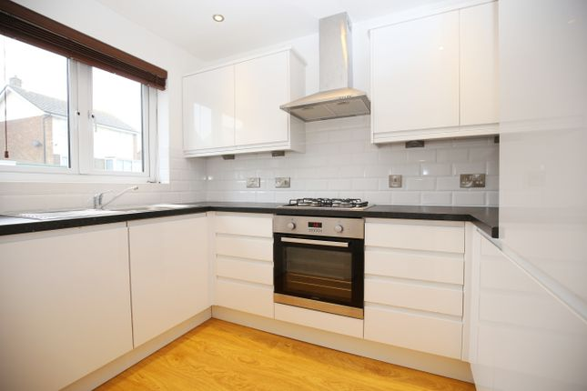 Thumbnail Town house to rent in Fairlight Road, Hastings