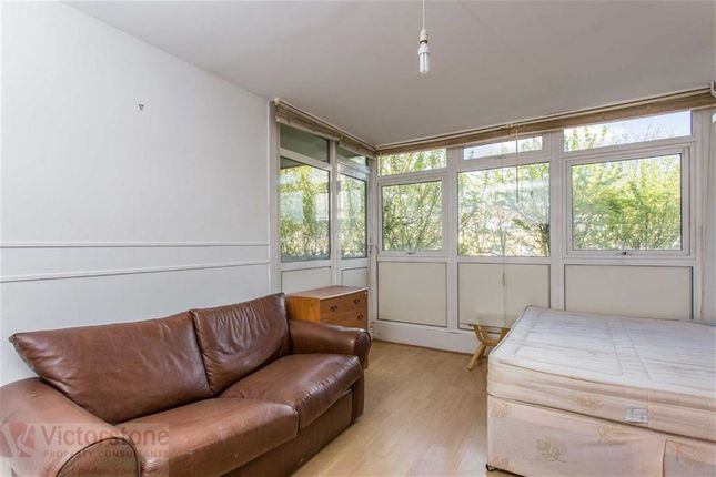 3 bed maisonette to rent in Crowder Street, Tower Hill, London