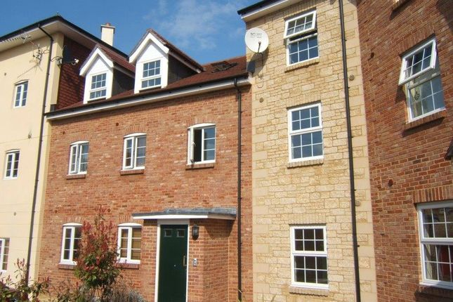 Thumbnail Flat to rent in Pines Close, Wincanton