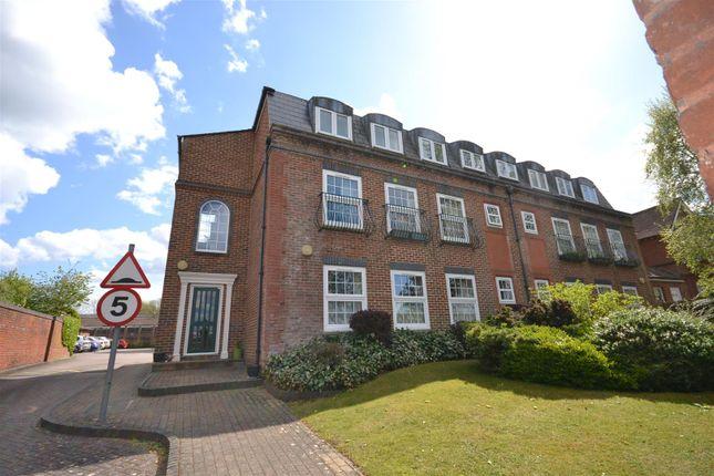 Flat for sale in Westdeane Court, Basingstoke