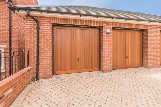 Double Garage of Hightown Place, Banbury OX16