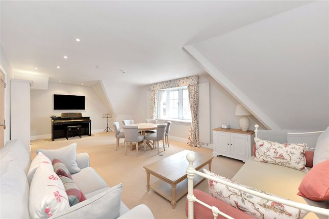Flat in  Cadogan Square  Knightsbridge  London S Chelsea