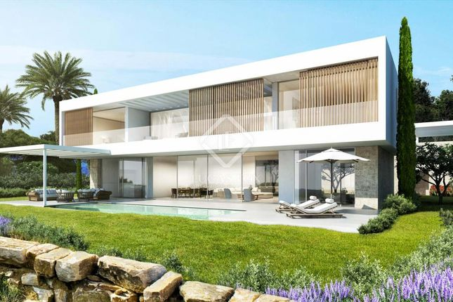 Thumbnail Villa for sale in Spain, Andalucía, Costa Del Sol, Marbella, Estepona, Mrb8622