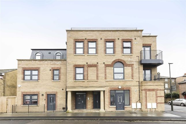 Thumbnail Flat to rent in Henfield Road, London