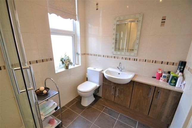 Family Bathroom of Johnson Street South, Tyldesley, Manchester M29